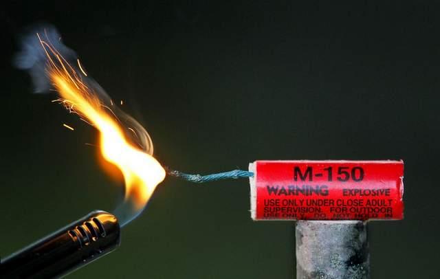 Crean máquina para producir fuegos artificiales