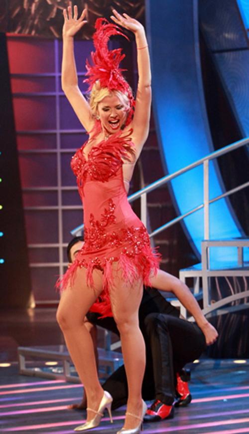 Sissi Fleitas se une al Espectacular Show de '' Aventurera''