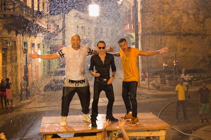 """Estreno mundial del video """"La Gozadera"""" junto a Marc Anthony exclusivamente por Telemundo y"""