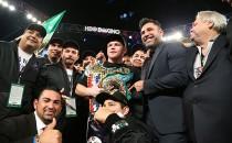 """""""Canelo"""" Álvarez derrota a Cotto y se corona campeón mundial"""